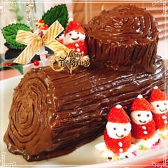 ブッシュドノエル/いちご/生クリーム/チョコレートケーキ/いちごサンタ/クリスマス2019/... 生チョコブッシュドノエル🎄  いちご🍓入…(2枚目)