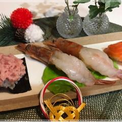 にぎり寿司/てんこ盛りネギトロ/サーモン/生エビ/あけおめ/フォロー大歓迎/... お正月、気も心も財布も緩む~🎶 たくさん…