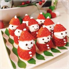 サンタさん/いちごサンタ/ホイップクリーム/生クリーム/チョコ/いちご/... サンタさん🎶並んでる(≧∇≦*)