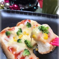 ピザパン/レンチン/おうち/フォロー大歓迎/クリスマスツリー/おうちごはんクラブ/... 楽チン🎶レンチン🎶ピザパン🎶 トースト派…