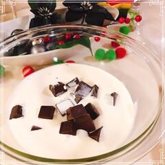 ブッシュドノエル/いちご/生クリーム/チョコレートケーキ/いちごサンタ/クリスマス2019/... 生チョコブッシュドノエル🎄  いちご🍓入…(5枚目)