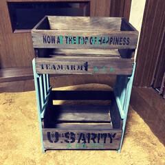 セリア木箱 セリアの木箱とキャンドゥのスノコで二段シ…