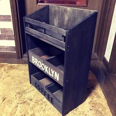 Brooklyn Coffee/カフェ風/三段シェルフ セリアの木箱と板とスノコでカフェ風 三段…(3枚目)