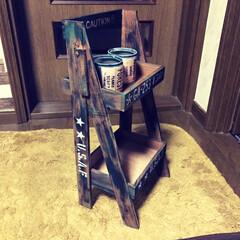 二段シェルフ/リメ缶 セリアの木製トレイと木板で二段シェルフと…(3枚目)
