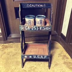 二段シェルフ/リメ缶 セリアの木製トレイと木板で二段シェルフと…