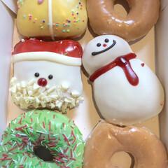 お菓子/ドーナッツ/クリスマス/クリスピードーナッツ クリスピードーナッツかわいいですね!トナ…(1枚目)