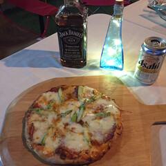 ピザ/おうちカフェ/ガーデニング 先日の夜の部ピザです。 サラミとアスパラ…