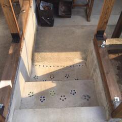 ビー玉/駐車場/階段/玄関/雑貨/DIY/... カーポートと庭をつなぐ階段です、以前は違…