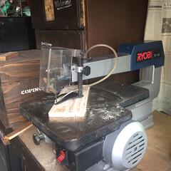 杉板/糸鋸盤/木工/雑貨/DIY/ハンドメイド/... 糸鋸盤をフリマで見つけゲット😃 以前飼っ…(2枚目)