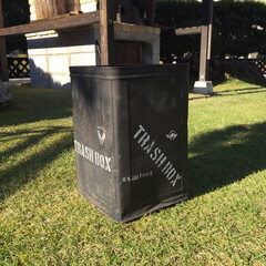 ステンシル/一斗缶リメイク/ガーデニング/作業部屋/玄関/ハンドメイド/... 庭で使っているゴミ箱です。 一斗缶をつや…(4枚目)