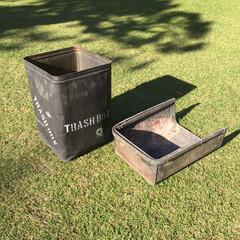 ステンシル/一斗缶リメイク/ガーデニング/作業部屋/玄関/ハンドメイド/... 庭で使っているゴミ箱です。 一斗缶をつや…(1枚目)