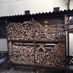 DIY/薪窯/薪ストーブ/ピザ釜/薪棚 ピザ釜で使う薪を保管する薪棚をDIYしま…