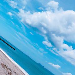 砂浜/海/夏 海の向こうに見えるのは、鹿児島県南部、薩…