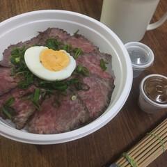tokyo cowboy/お弁当/ローストビーフ丼 ローストビーフ丼弁当🍱  薄切りにしてお…