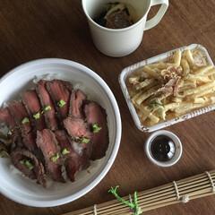 お弁当 ローストビーフ丼弁当🍱  山葵の醤油漬け…(1枚目)