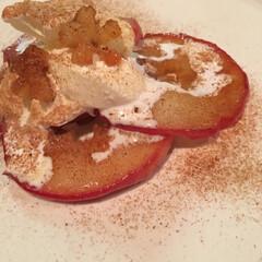 ごはん/焼きリンゴ/リッチミルク/シナモン 紅玉リンゴのソテー  粗糖をフライパンで…