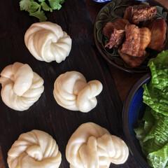 粉物/秋/花巻/角煮 豚バラ八角角煮と花巻で角煮まん。 肉まん…