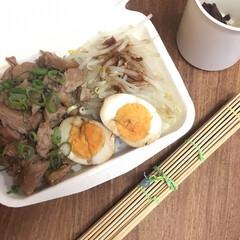 お弁当 ルーロー飯弁当🍱  茹でもやし、煮卵、揚…(1枚目)