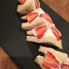プリン/苺ジャム/苺サンド/わたしのごはん 生クリームに粉糖、泡だててメイプルシロッ…