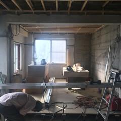 リノベーション/リフォーム/スケルトン 奥の部屋の天井と床の基礎が組み上がりまし…