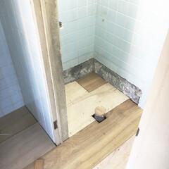 リフォーム/リノベ/リノベーション/和式トイレ/便所 板で床の下地を作ります。