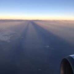 滑走路/夕陽/不思議/飛行機/空/雲 滑走路のような不思議な雲だった 次の日に…