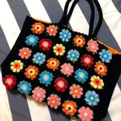 手作りバッグ/モチーフ/かぎ針編み/手編み/手芸/100均/... 秋の夜長にモチーフを編み集めて、繋いでバ…