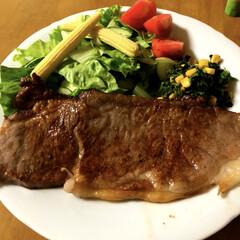 外食よりは安いよ/ステーキ/お誕生日/おうちごはん/グルメ/フード パパのお誕生日に大奮発‼︎ 100g2…