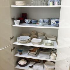 お皿収納 お皿は毎日出し入れするので、簡単なことが…