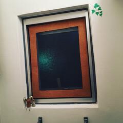 コルクシート/工作/段ボール/網戸/小窓/トイレ/... 換気口も兼ねてるトイレの小窓に網戸が無か…