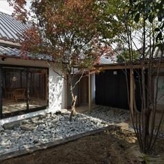 庭/屋根/石目柄、和風/モダン/ガーデン/ガーデニング 庭から離れ・食事室を見る。