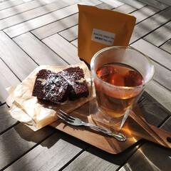 カフェ/カフェ風インテリア/ヘリンボーン柄/家カフェ/我が家のテーブル 自宅でガトーショコラを作って ほうじ茶で…