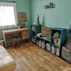 壁紙屋本舗/クッションシート/カフェ風インテリア/西海岸風インテリア/キッズルーム/子ども部屋/... 息子(小3)の部屋 カラーボックスは塗っ…