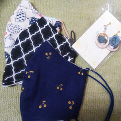畳縁バッグ/つまみ細工/プレゼント/リース/マスク/Handmade こんばんは🎵 数日ぶりです。 部署の移動…(3枚目)