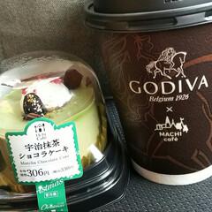 抹茶のケーキ/GODIVA/そぼろ弁当/花器/DIY kazumi🌈さんに触発されて、 ローソ…