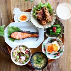 お昼ご飯/ランチ/ワンプレートごはん/おうちカフェ/カフェごはん/ワンプレート/... タコ飯と鮭と唐揚げと。