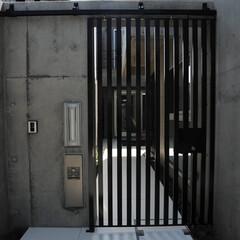 門扉/特注門扉/引きと/引き戸/スライドゲート/電気錠/... 鉄骨でスライド門扉を制作、1階リイングの…