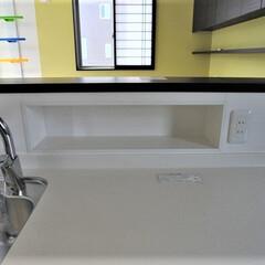 キッチンパネル/キッチン収納/調味料収納/造り付け/造作 キッチン前の壁の厚さを大きくし調味料など…