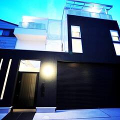 和モダン/和風モダン/防犯性/注文住宅/ガレージハウス/ビルトインガレージ/... 外観はスタイリッシュにこて仕上げの塗り壁…