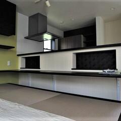 畳コーナー/小上がり/キッチンカウンター/掘り込み/収納 キッチンと対面するダイニングは畳敷きで小…