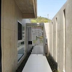 玄関アプローチ/モダンな家/かっこいい家/注文住宅京都/コンクリート打ちっぱなし
