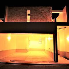 「ビルトインガレージは3台に、合わせて玄関…」(1枚目)