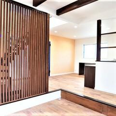 和風モダン/和モダンの家/黒い家/おしゃれな家/かっこいい家/注文住宅/... 外観は黒と白塗りで塗り分けアルミ格子をア…