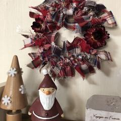 布リース/クリスマスリース/雑貨/ハンドメイド 切りっぱなしの布をリースベースに結び付け…