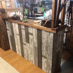 DIY/キッチンカウンター/カフェ風/野地板/ターナーミルクペイント/グレー系 横目の板を縦目に付け替えるついでに色も変…