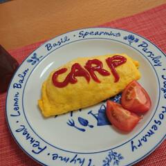 オムライス/リメイク/ランチ/おうちご飯/お気に入りの食器/こだわりのテーブル/... 今日のお昼ごはん📝 *旦那…CARPオム…