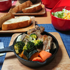 トースター料理/野菜スープ/スペアリブ/スキレット/スキレット料理/ぎゅうぎゅう焼き/... 今夜のごはん📝 *スペアリブのぎゅうぎゅ…