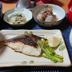 美味しい/和食/つや姫/ごはんメモ/おうちごはん/おうちご飯/... 今夜のごはん📝 *鯛の塩焼き *里芋のそ…