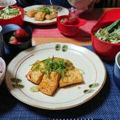 ごはんメモ/おうちごはん 今夜のごはん📝 豆腐ステーキ レタスとさ…