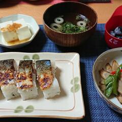 鯖/つや姫/焼き鯖寿司/ごはんメモ/おうちごはん 今夜のごはん📝 *焼き鯖寿司 *カラフル…(1枚目)